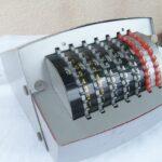 calculadora sumadora SIMEX (CAROLINE) años 50. Radioexperto.com